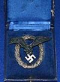 CASED LUFTWAFFE PILOTS BADGE BY JUNCKER, EARLY QUALITY EXAMPLE.
