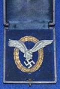 CASED LUFTWAFFE PILOT OBSERVERS BADGE.